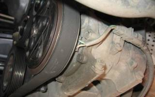 Какой ремень свистит при запуске двигателя?