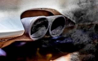 Двигатель дымит белым дымом причина что делать?