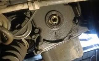 Где находится коренной сальник двигателя?
